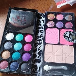 Other - New eye shadow compact with everything